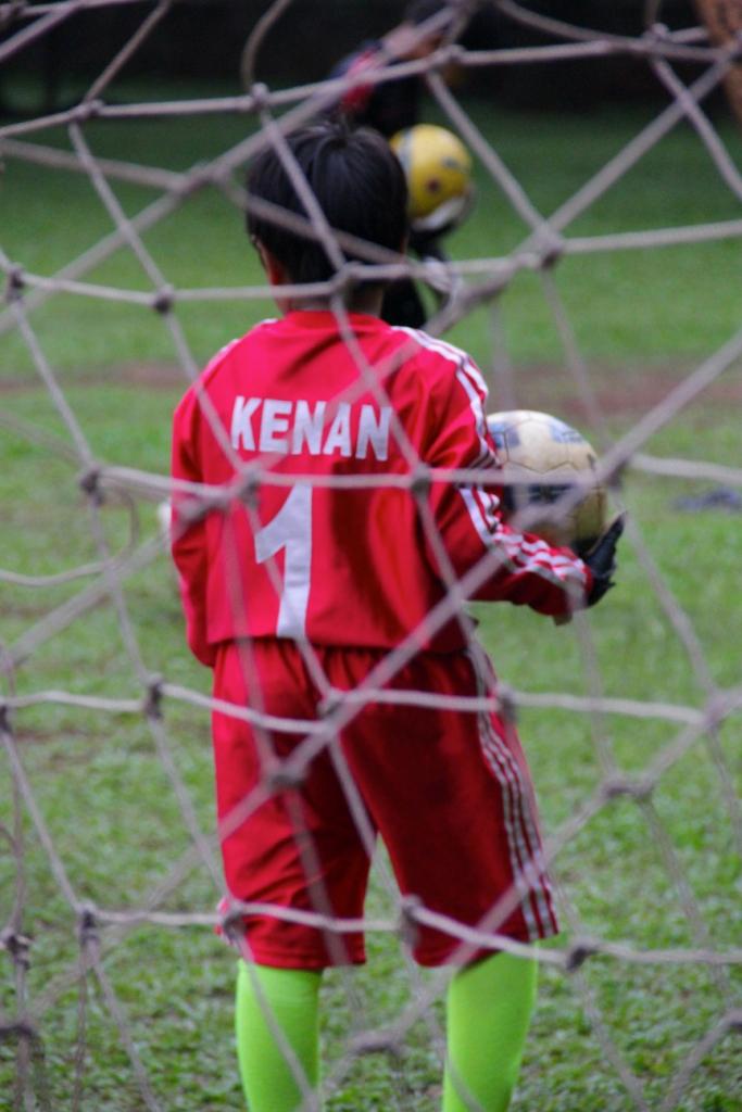 ken main bola
